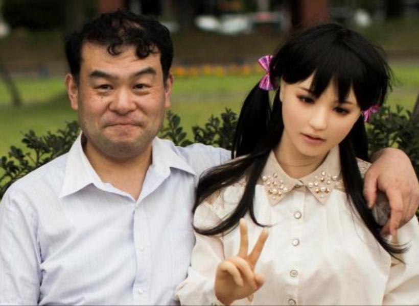 Advan Store - Pria di Jepang Tinggal Seatap dengan Istri dan Boneka Seks c6922dcd40