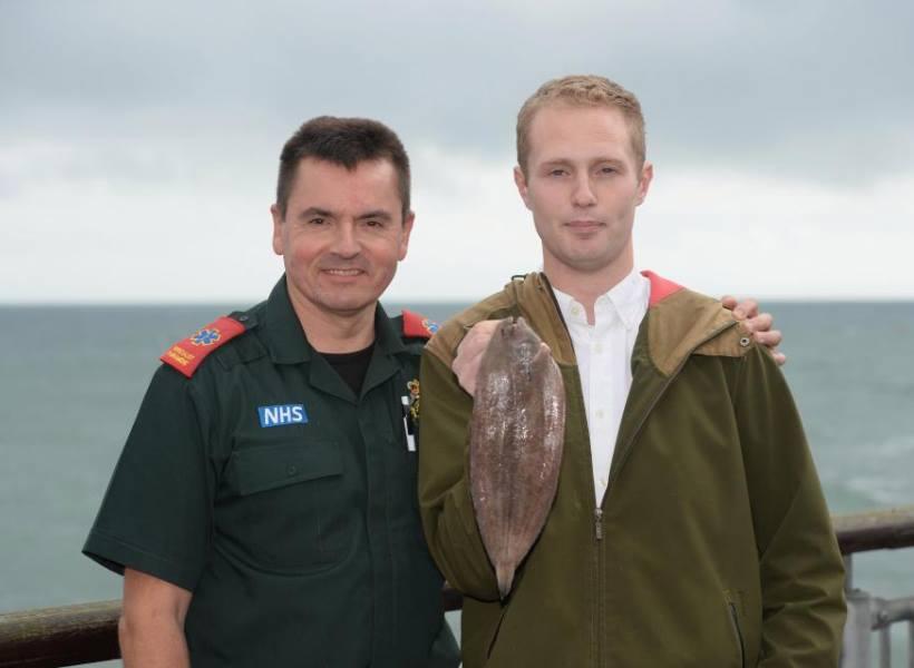Pemancing Hampir Tewas Saat Ciumi Ikan Tangkapannya
