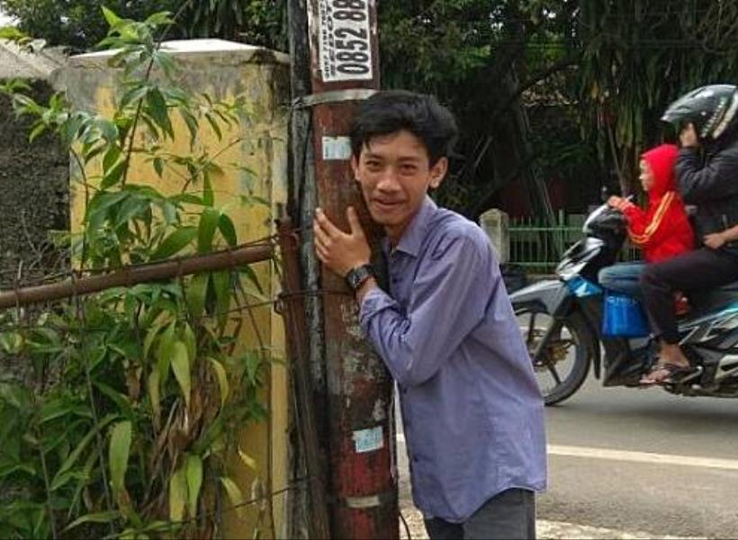 Foto Bareng Tiang Listrik, Dapat Diskon 50 Persen di Warung Soto