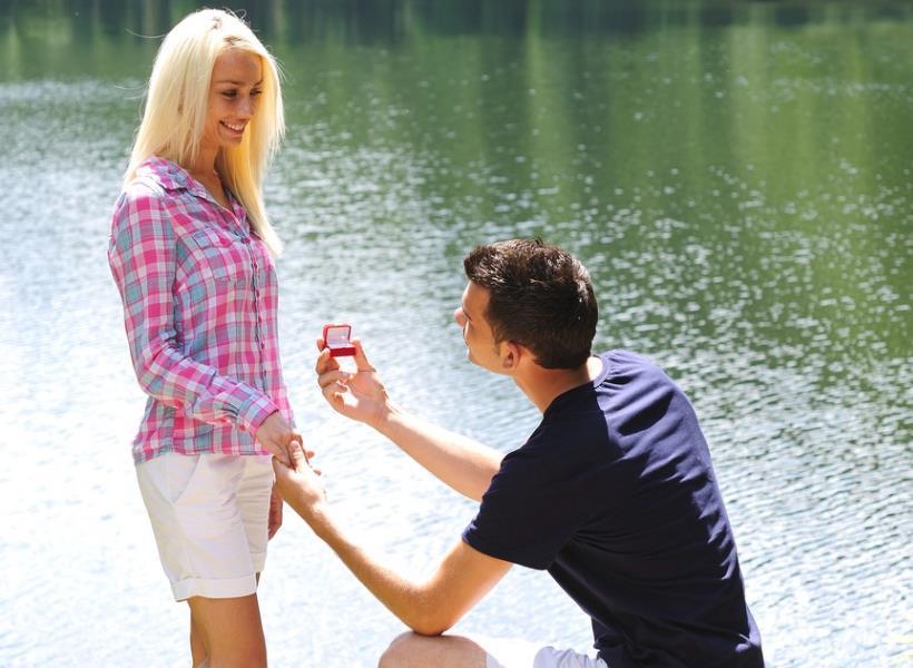 Pria Lebih Mudah Jatuh Cinta