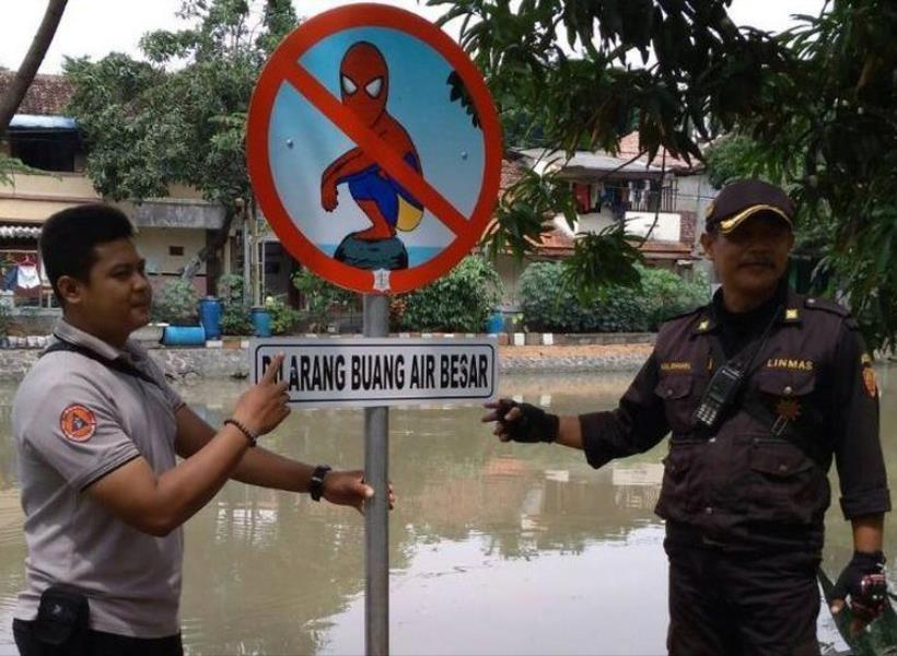 Rambu Unik Bergambar Spiderman Dilarang BAB