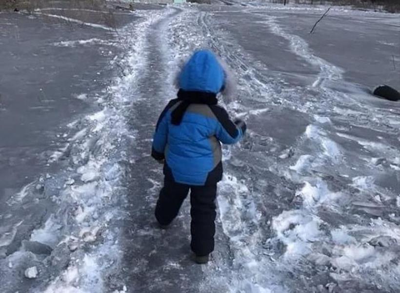 Kota di Kazakhstan Diselimuti Salju Hitam