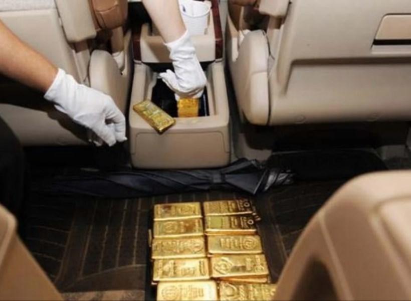 Pria Ditahan, Selundupkan 44 Batang Emas dalam Mobil