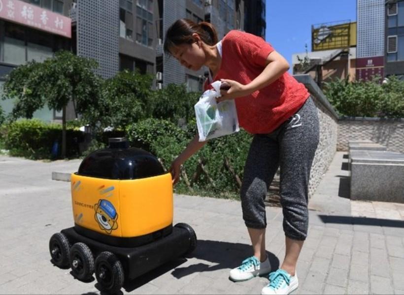 Robot Pintar Pengantar Makanan
