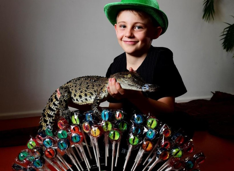 Bocah 8 Tahun Sukses Dagang Permen Mata Buaya