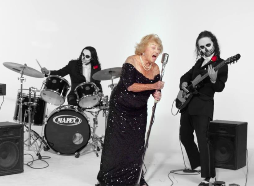 Nenek 96 Tahun Jadi Vokalis Band Metal