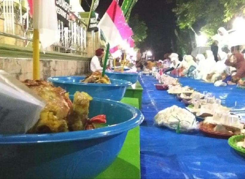 Warga Kirab 73 Ingkung Ayam Peringati Kemerdekaan RI