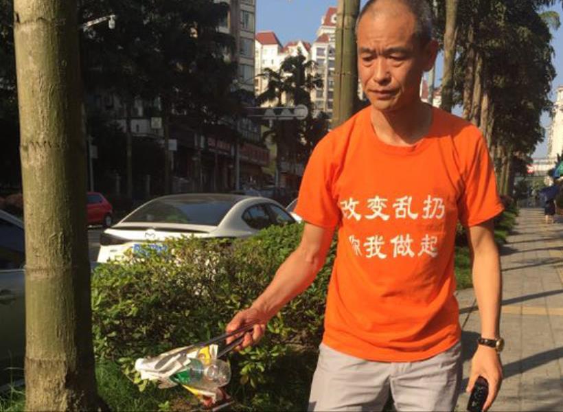 Sudah Jadi Miliarder, Masih Rajin Pungut Sampah di Jalanan