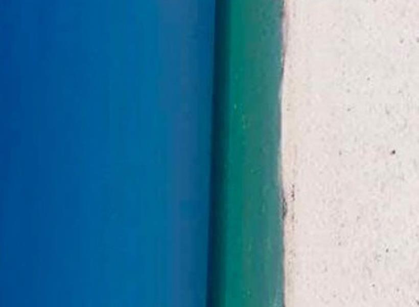 Ini Gambar Pintu atau Pantai?