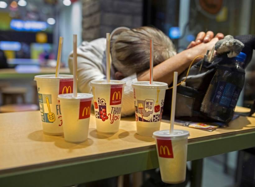 Tunawisma di Hong Kong Jadikan McDonalds Sebagai Rumah