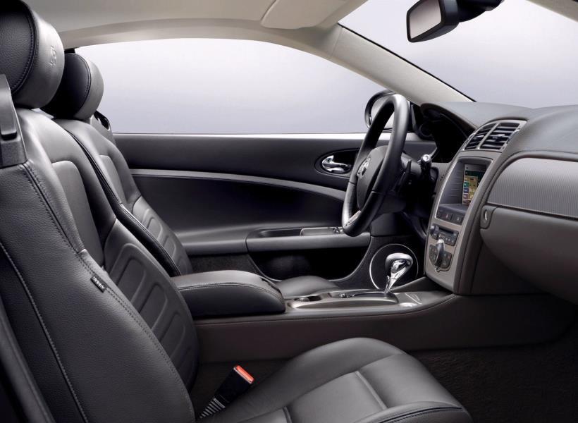 Tips Praktis Hilangkan Bau Tak Sedap di Mobil