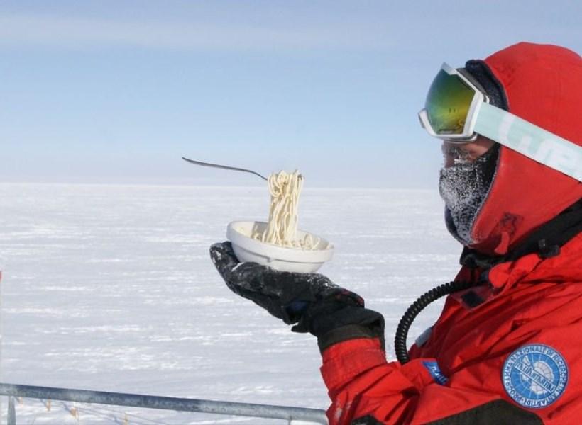 Yang Terjadi Saat Makan di Antartika
