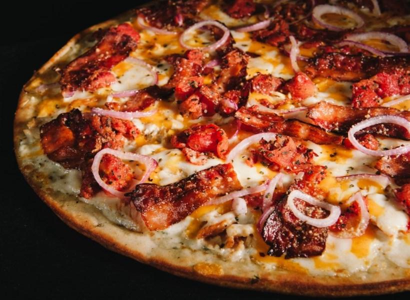 Resto Pizza Sediakan Pizza Gratis Untuk Tunawisma