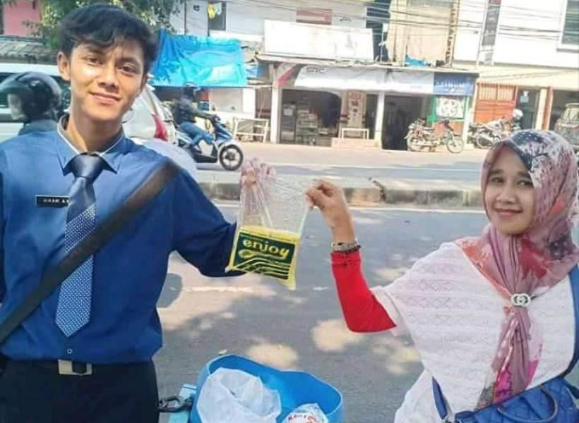 Penjual Tahu Berpenampilan Super Necis