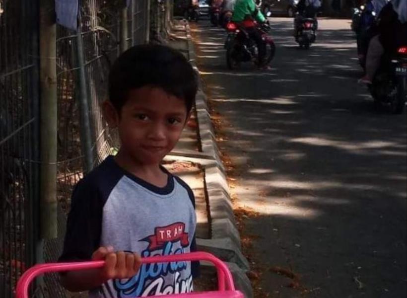 Bocah Dermawan Jual Puding Keliling untuk Bantu Korban Bencana