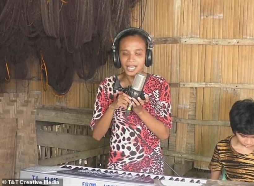 Wanita Tunanetra Lantunkan Lagu Beyonce dengan Sempurna