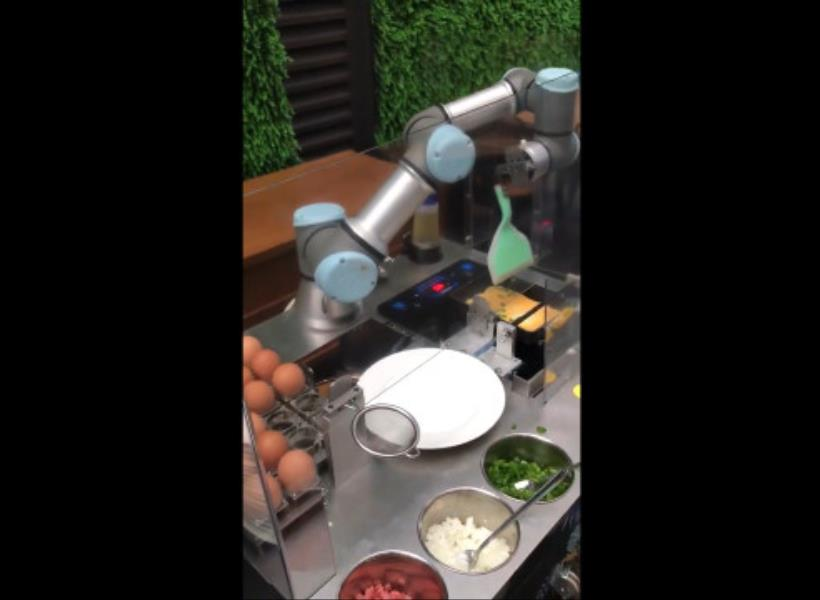 Robot Canggih Bisa Bikin Omelet Selama 1.5 Menit