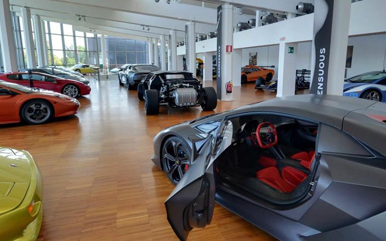 Jalan - jalan ke Museum Lamborghini