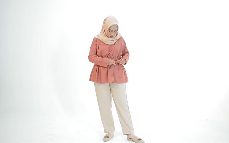 Tips Berbusana Muslim Untuk Tubuh Mungil