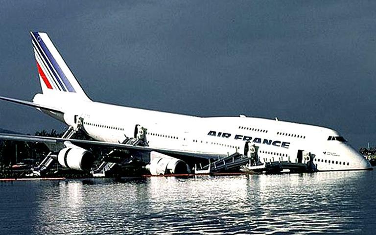 Beberapa  Pendaratan Pesawat yang Pernah Menghebohkan Dunia